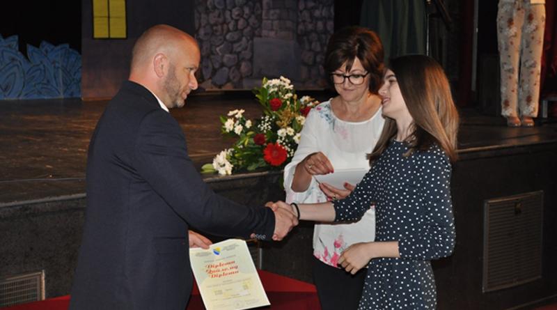 Додијељене дипломе најбољим ученицима основних школа